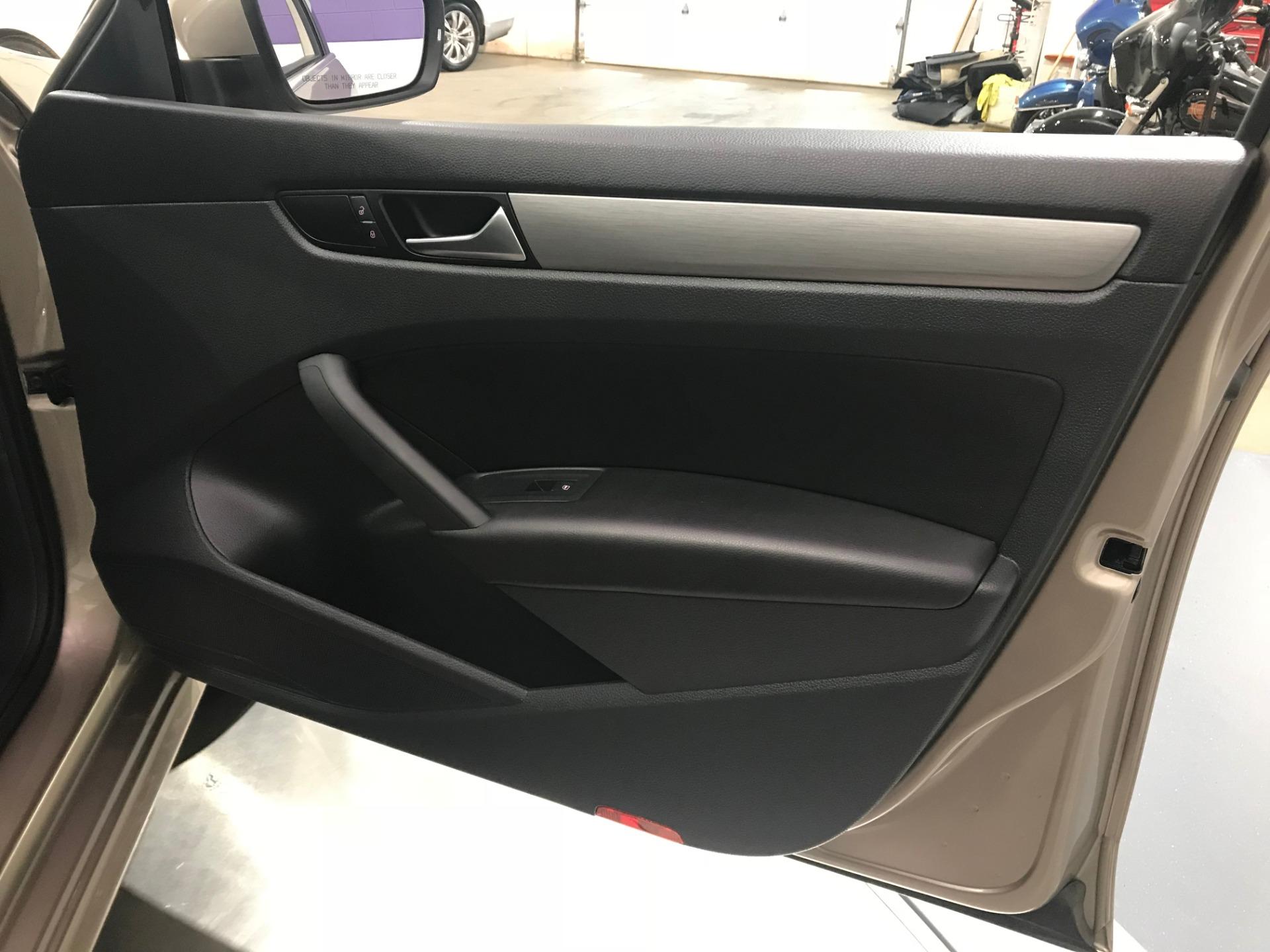 Used-2015-Volkswagen-Passat-TDI-SE-4dr-Sedan-6A-w/Sunroof