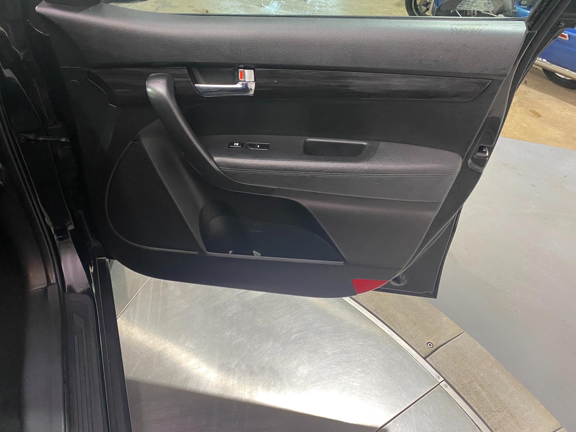 Used-2011-Kia-Sorento-FWD