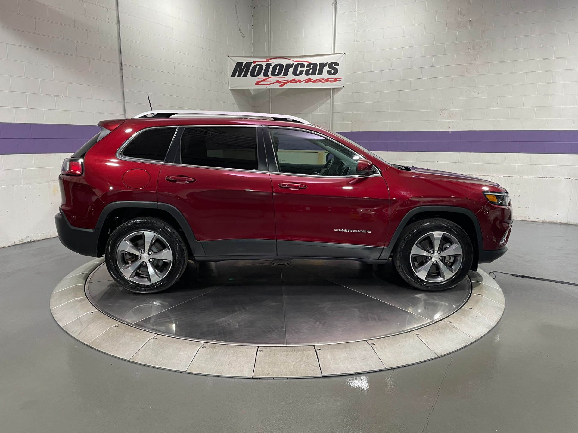 Used-2019-Jeep-Cherokee-Limited-4X4-V6