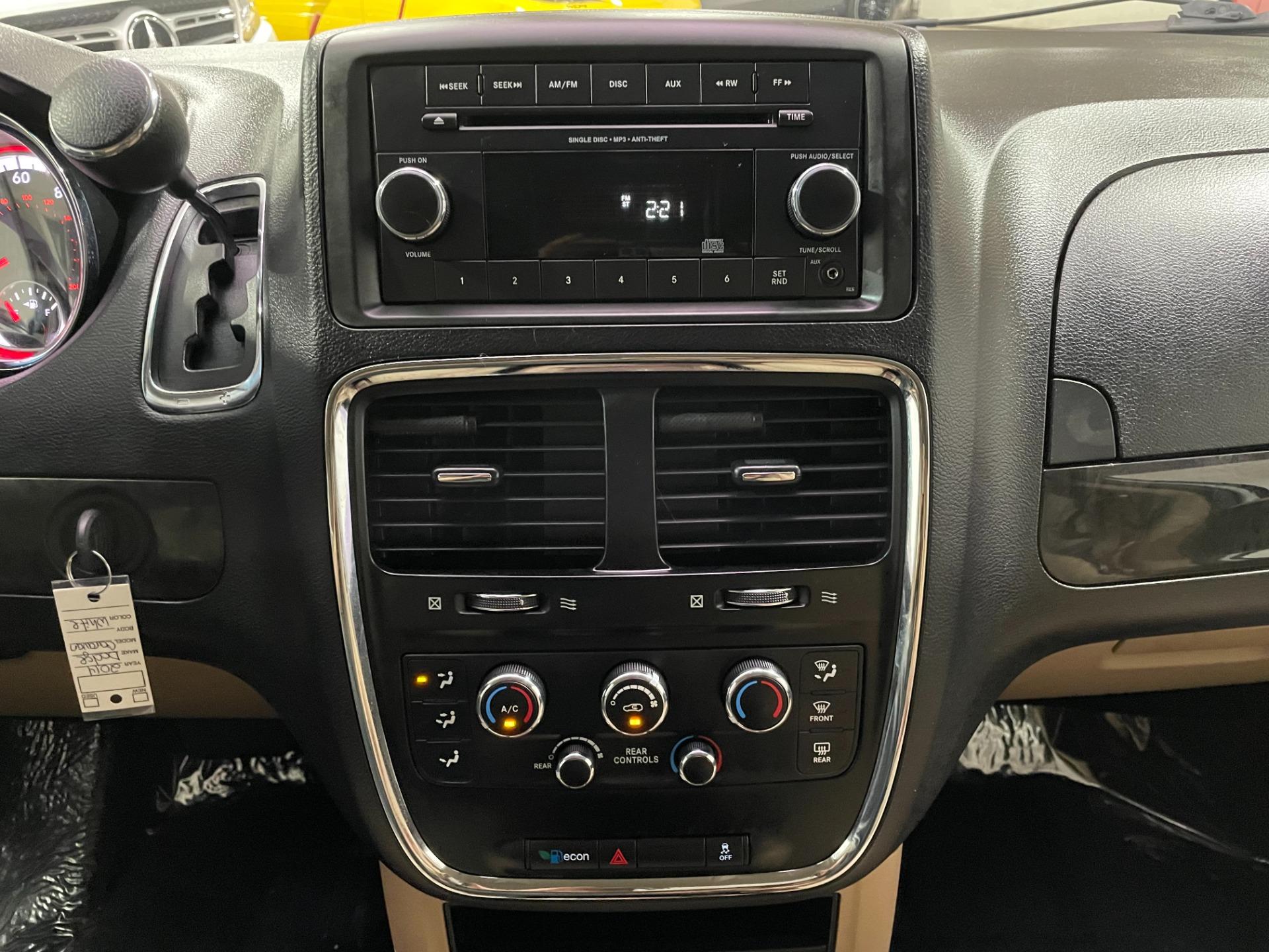 Used-2014-Dodge-Grand-Caravan-SE-FWD