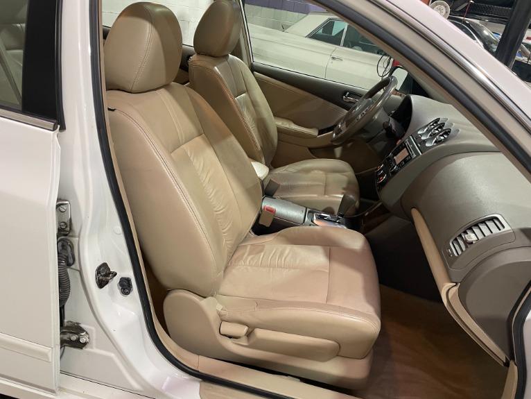 Used-2010-Nissan-Altima-25-SL-FWD