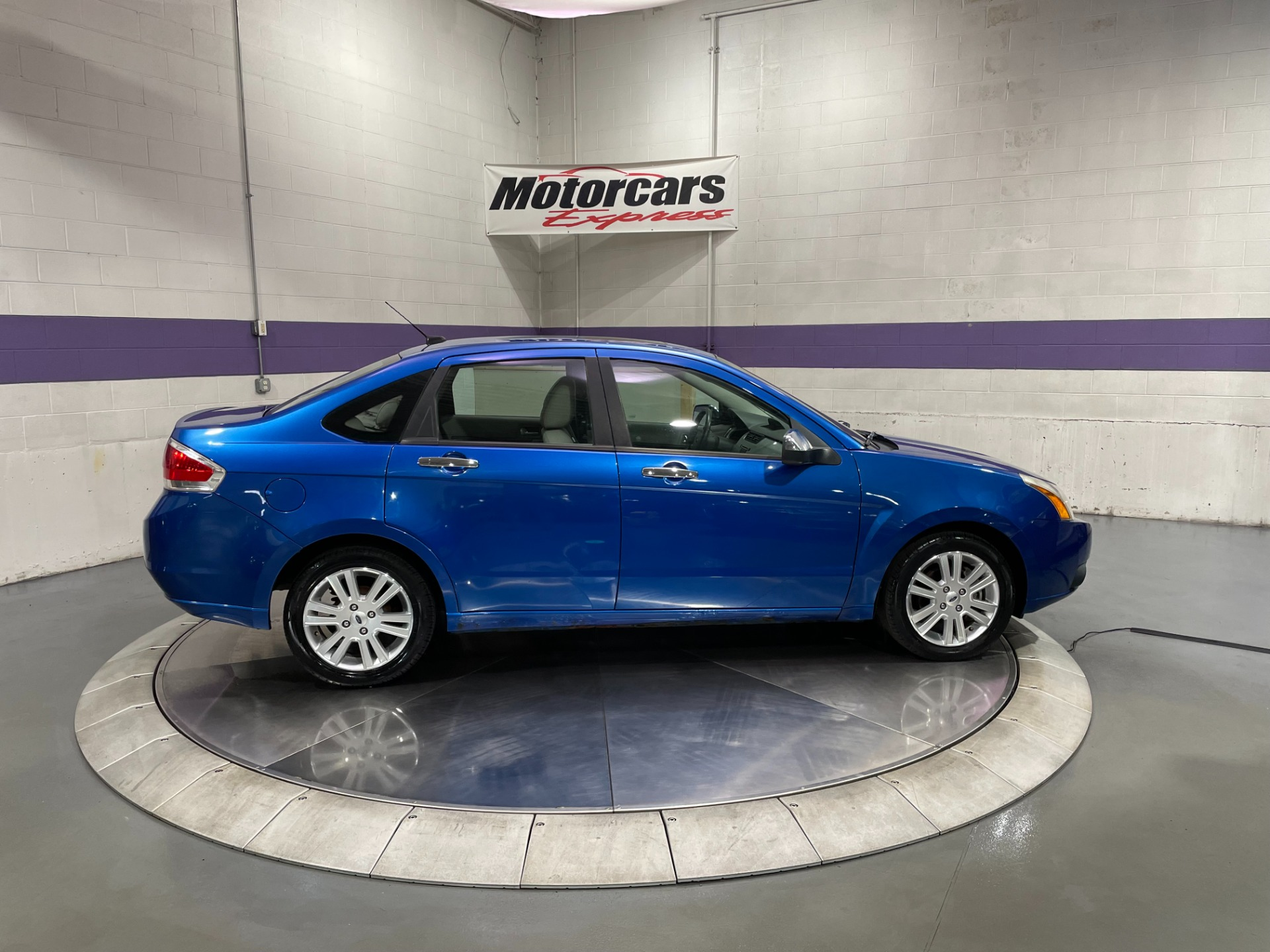 Used-2010-Ford-Focus-SEL-FWD