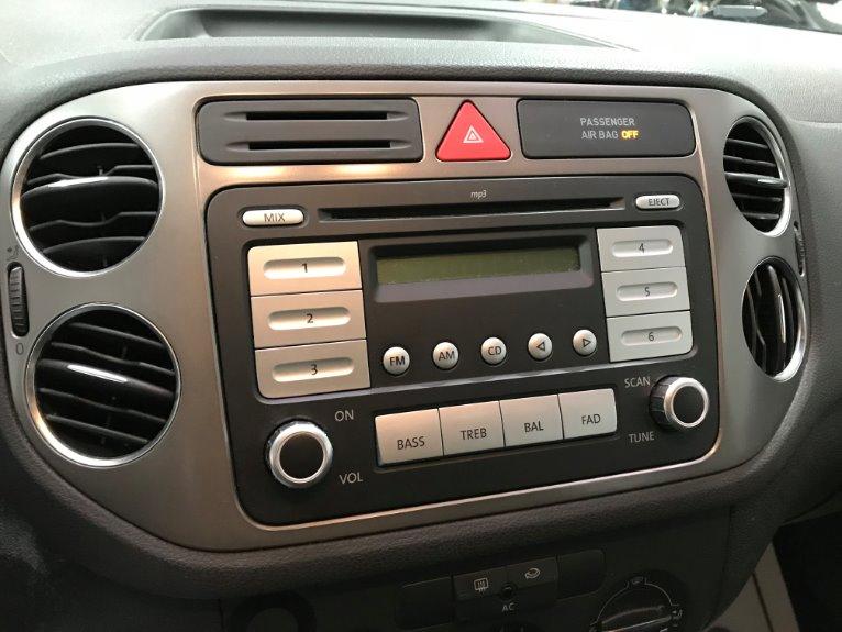 Used-2009-Volkswagen-Tiguan-S