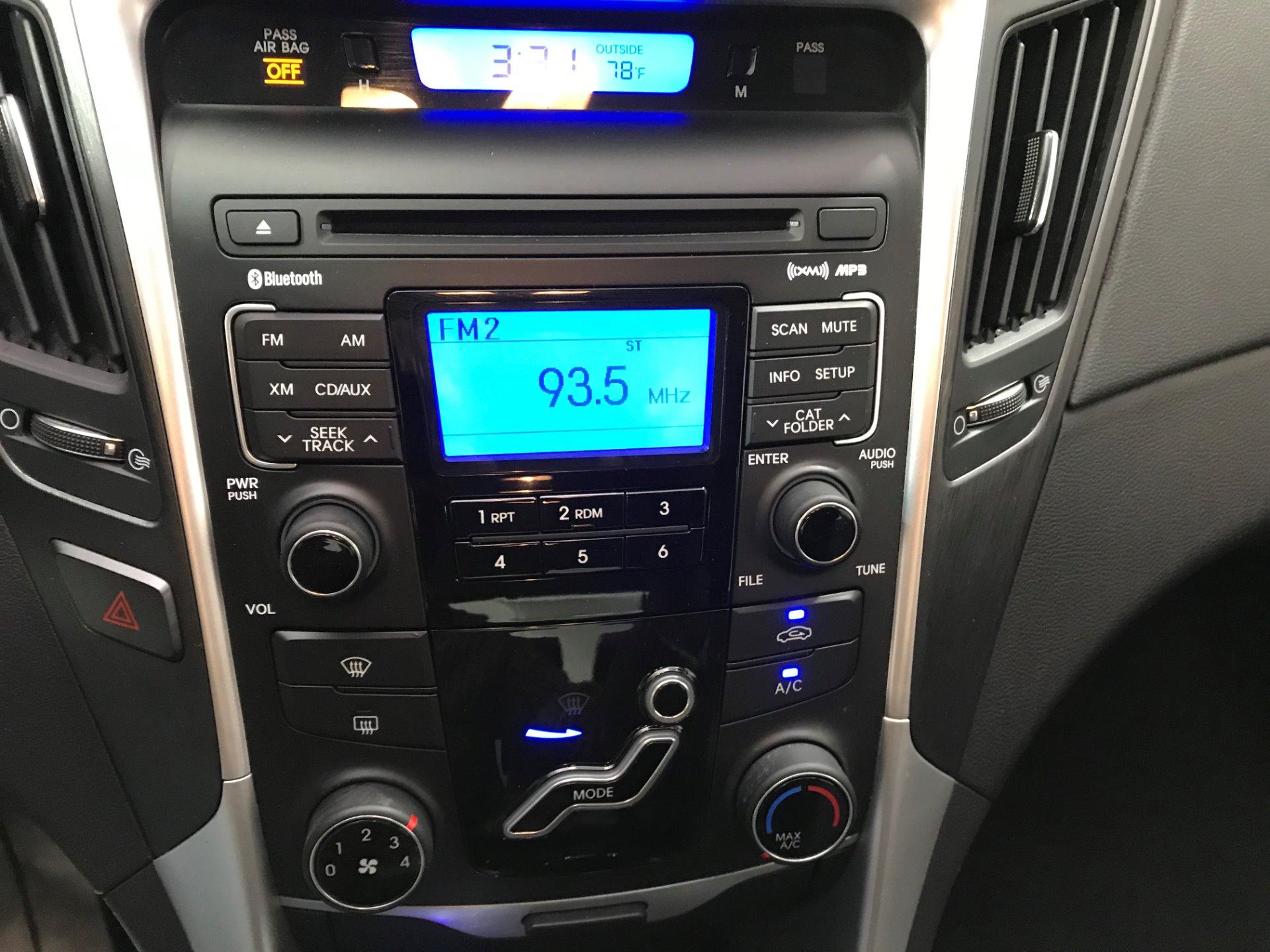 Used-2011-Hyundai-Sonata-SE