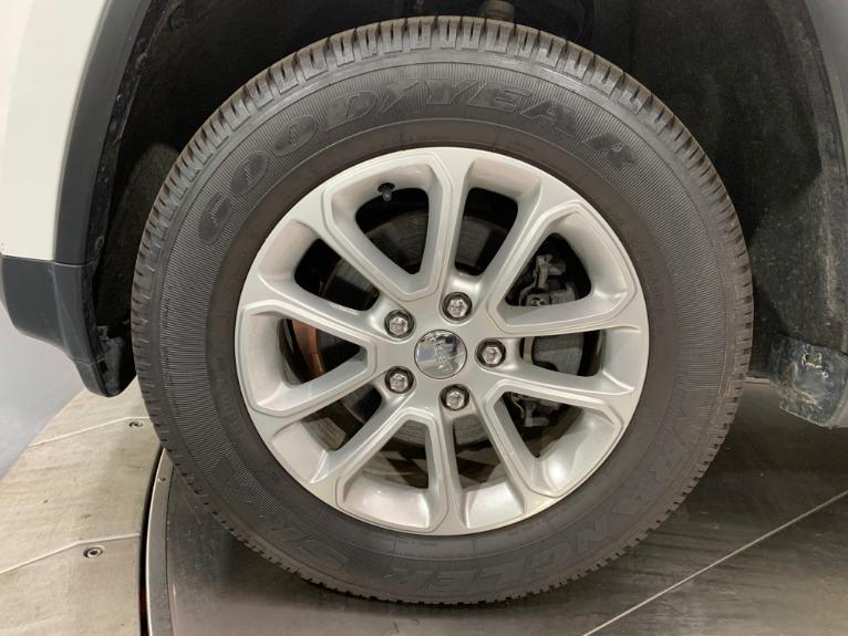Used-2016-Jeep-Grand-Cherokee-Laredo