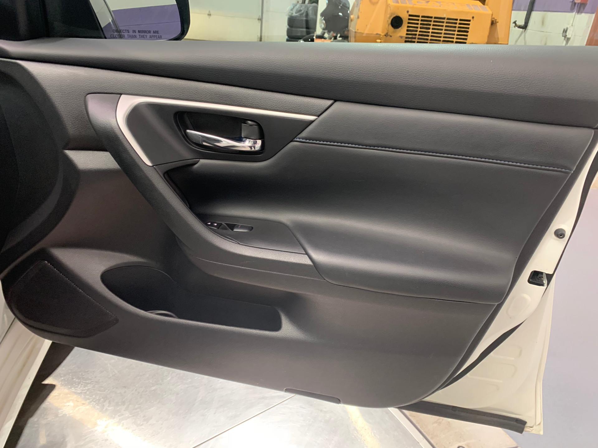 Used-2016-Nissan-Altima-25-SR