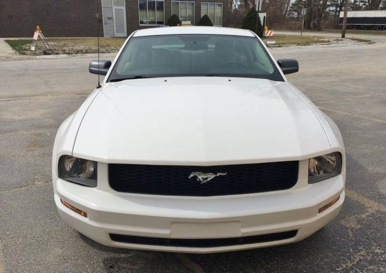 Used-2005-Ford-Mustang-V6-Deluxe-2dr-Fastback
