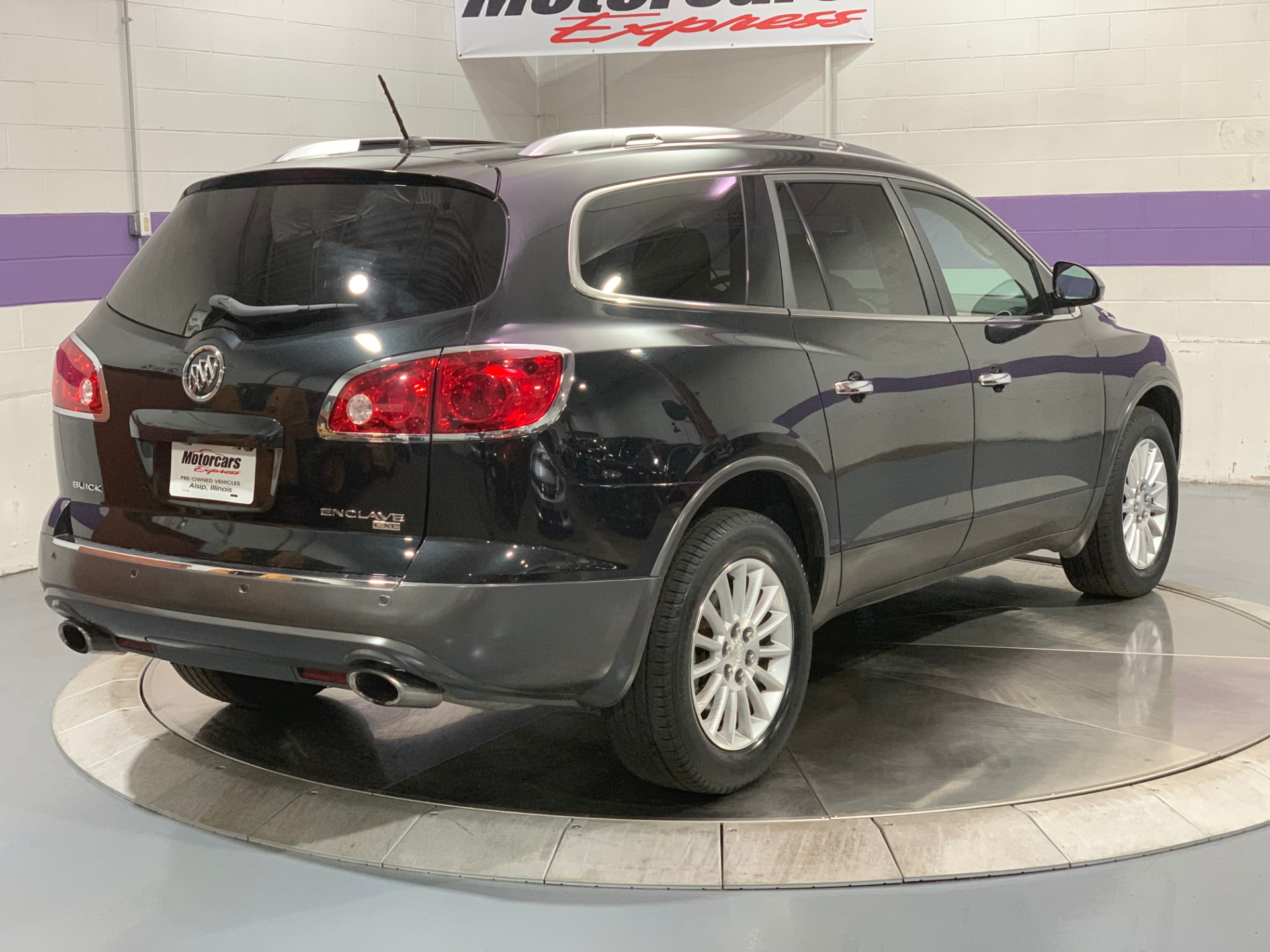 Used-2011-Buick-Enclave-CXL-1