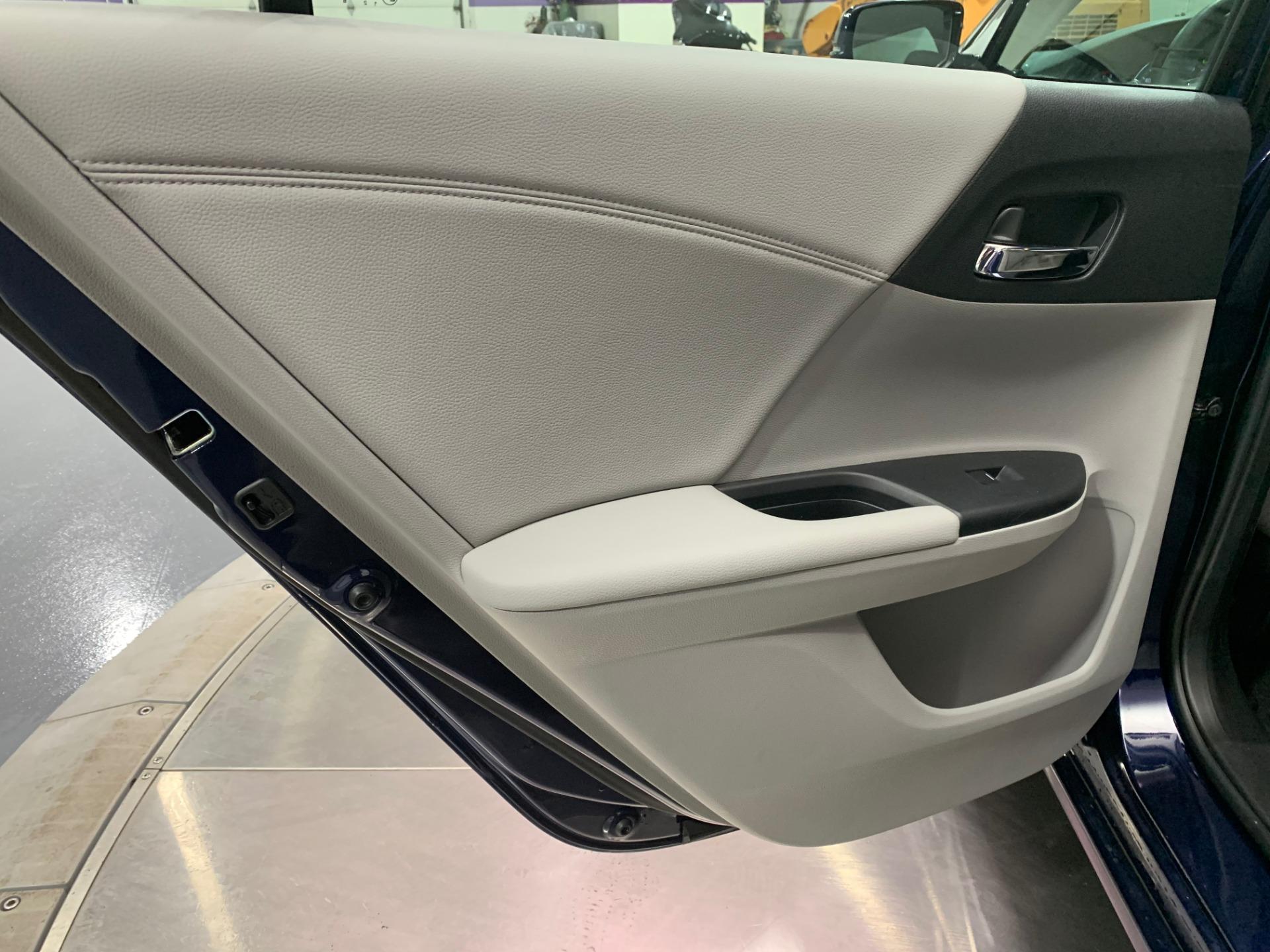 Used-2017-Honda-Accord-EX