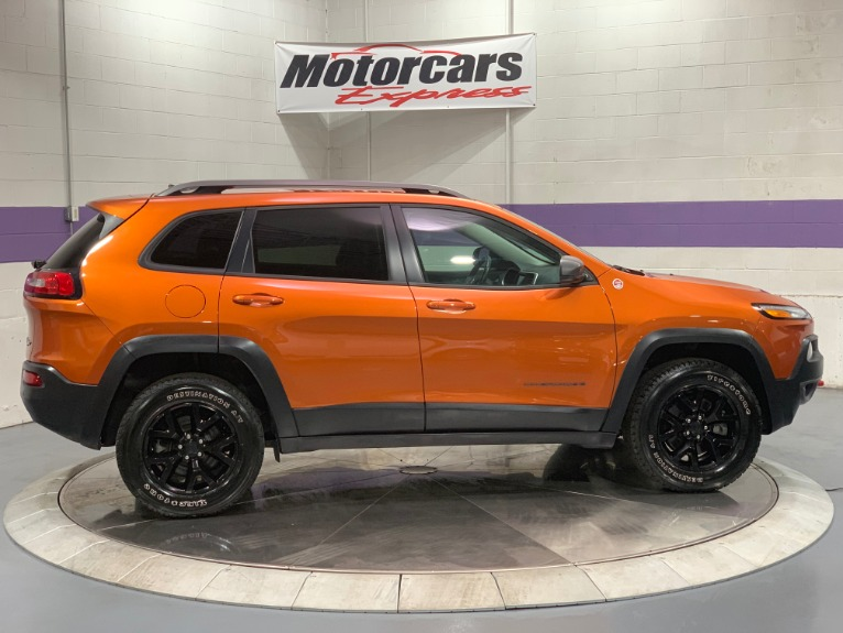 Used-2016-Jeep-Cherokee-Trailhawk