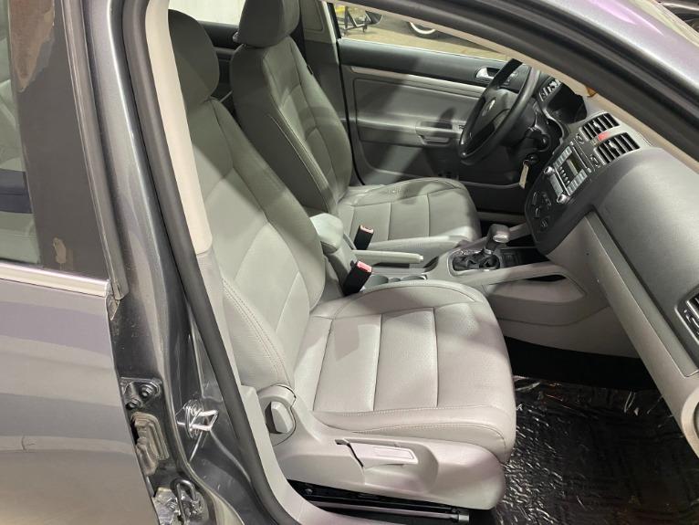 Used-2007-Volkswagen-Jetta-Wolfsburg-Edition-4dr-Sedan-(25L-I5-6A)