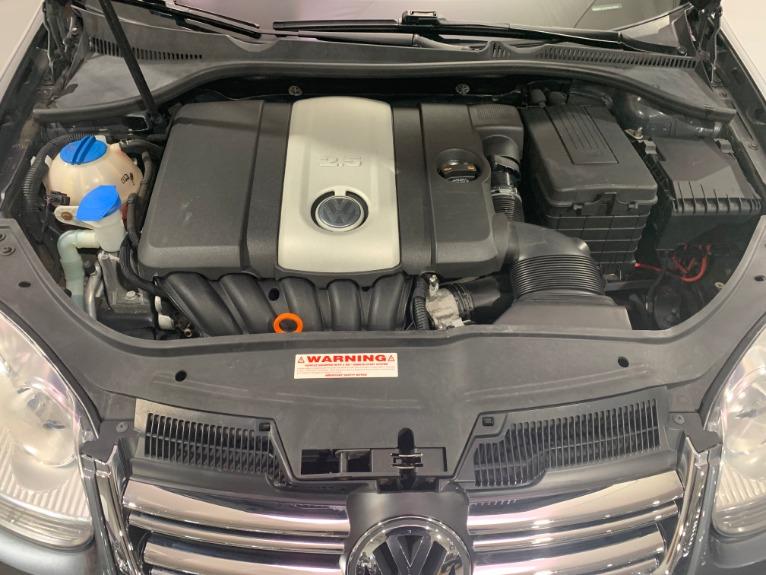 Used-2009-Volkswagen-Jetta-SE