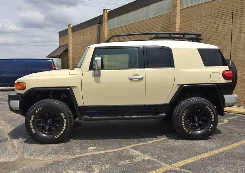 Used-2008-Toyota-FJ-Cruiser-Base-4x4-4dr-SUV-5A