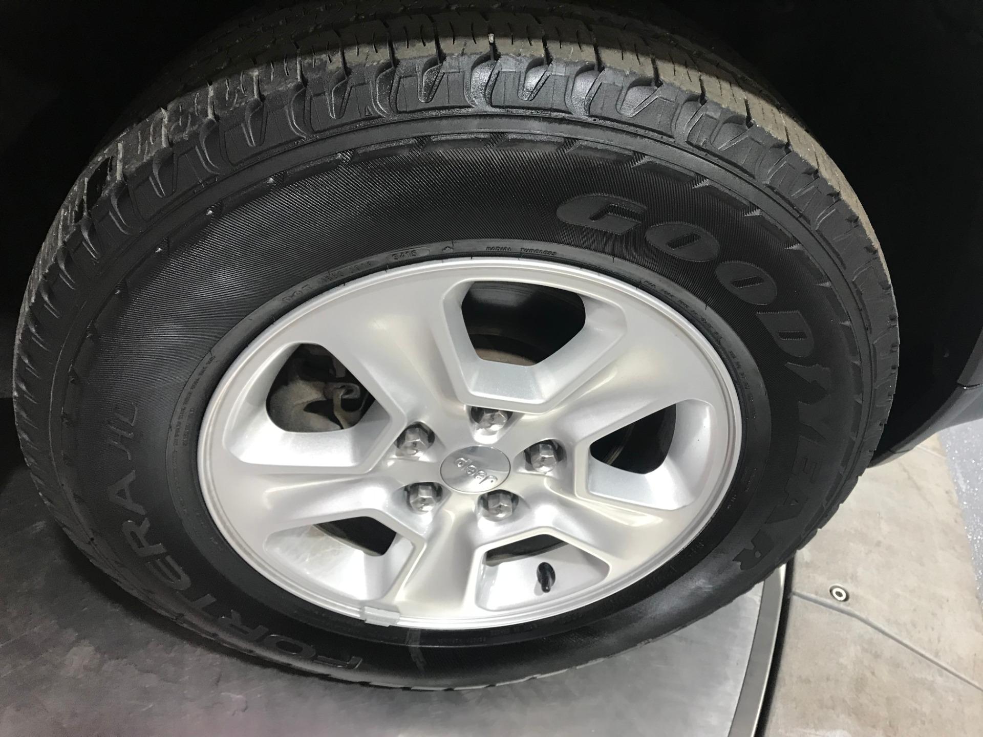 Used-2015-Jeep-Grand-Cherokee-Laredo-4X4