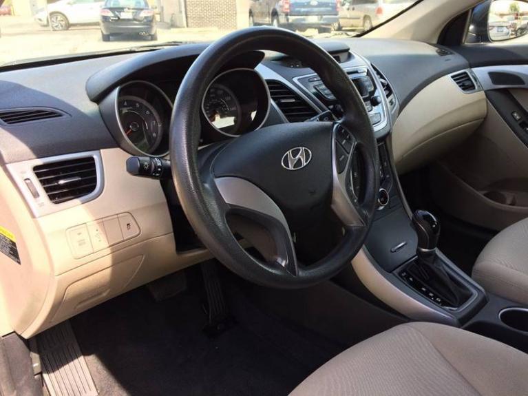 Used-2014-Hyundai-Elantra-SE-4dr-Sedan-6A