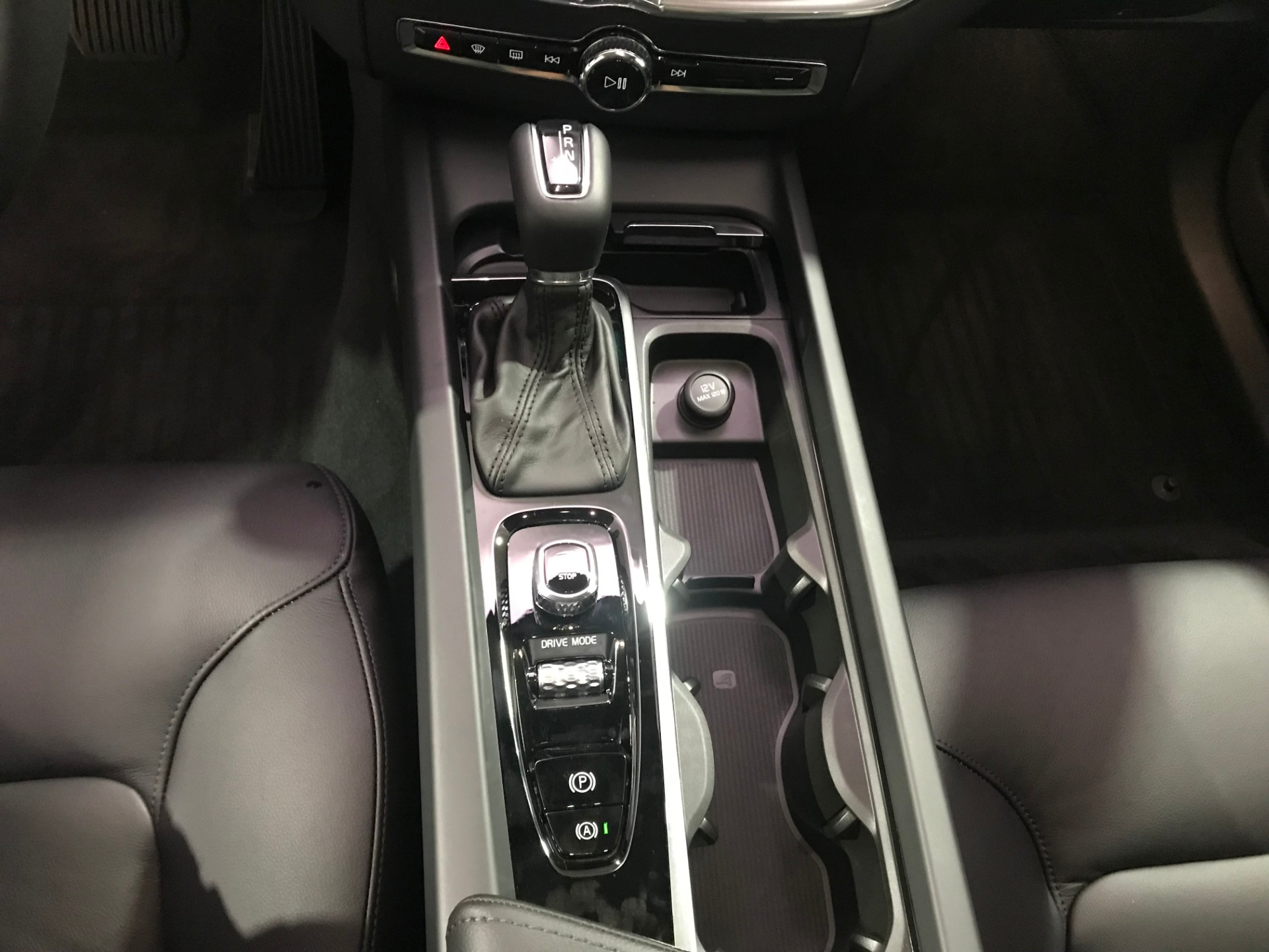 Used-2019-Volvo-XC60-T6-Momentum-AWD