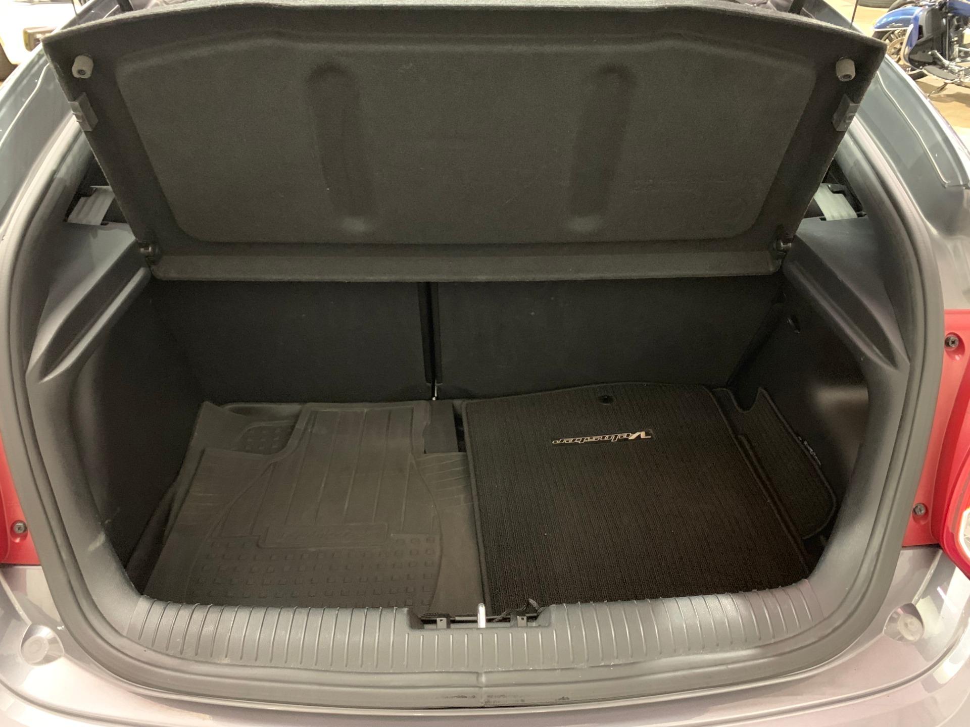 Used-2012-Hyundai-Veloster-FWD