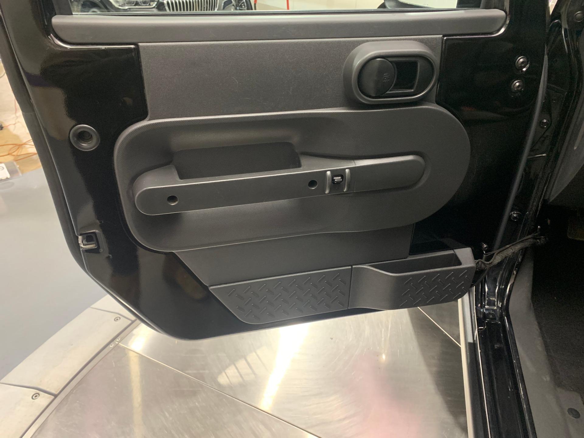 Used-2010-Jeep-Wrangler-Rubicon-4X4-(Manual)