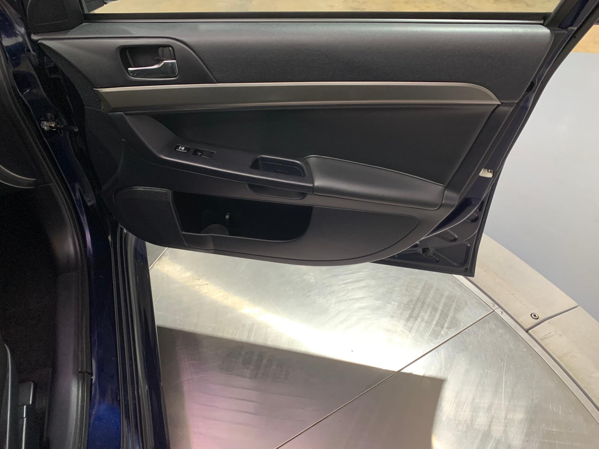 Used-2014-Mitsubishi-Lancer-ES-FWD