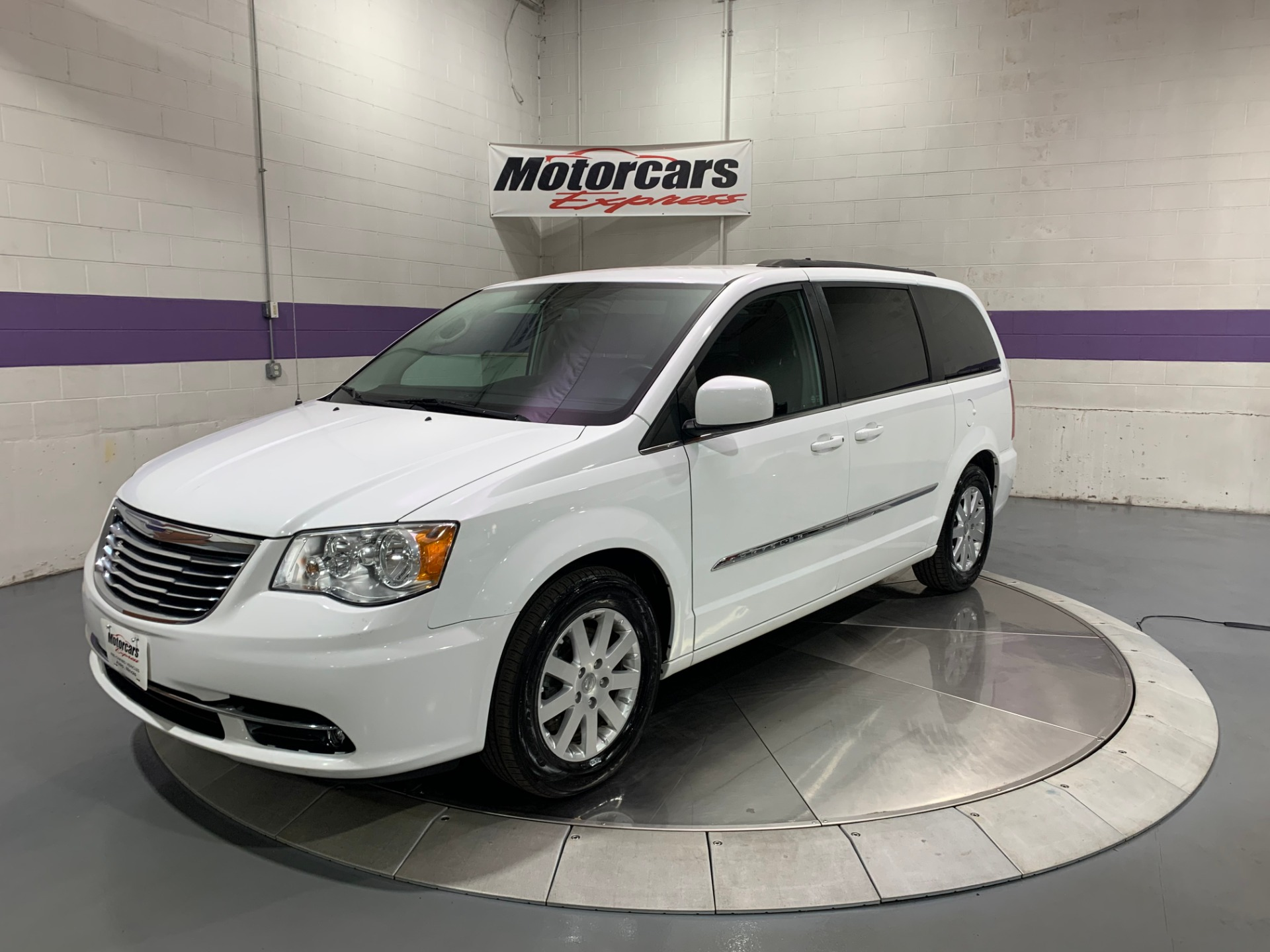 Used-2014-Chrysler-Town-and-Country-Touring-FWD
