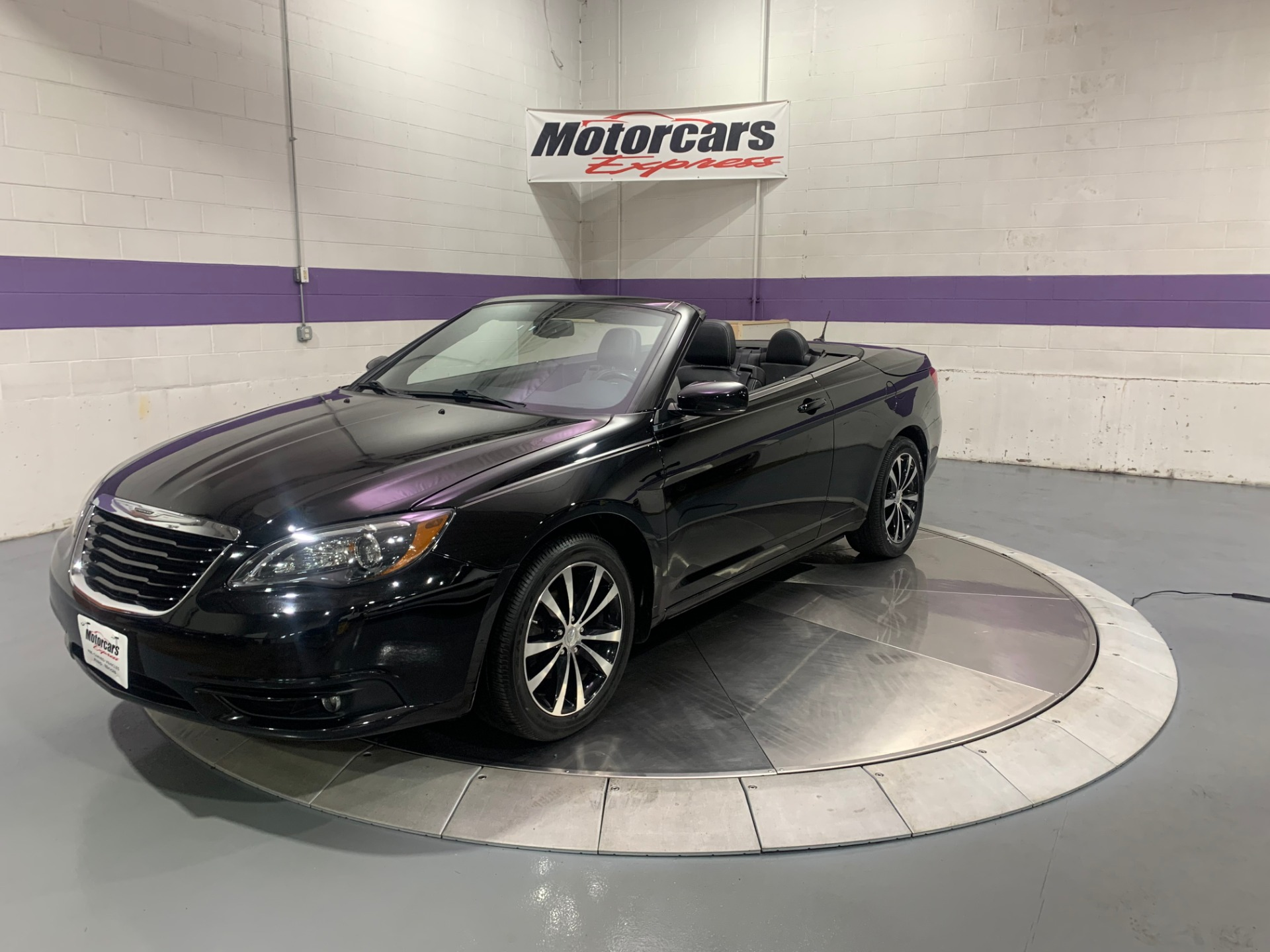 Used-2011-Chrysler-200-Convertible-S