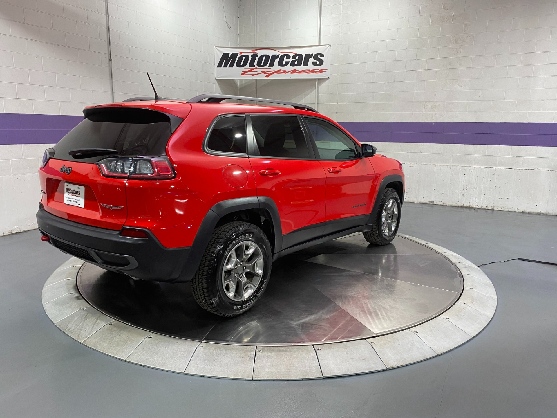 Used-2019-Jeep-Cherokee-Trailhawk-4X4