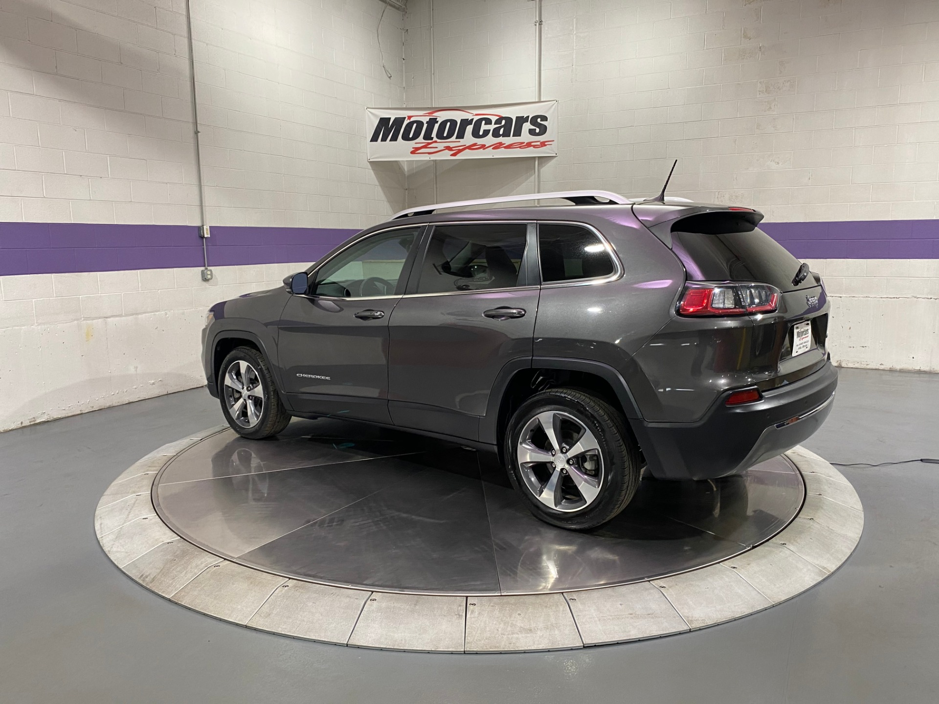 Used-2019-Jeep-Cherokee-Limited-FWD