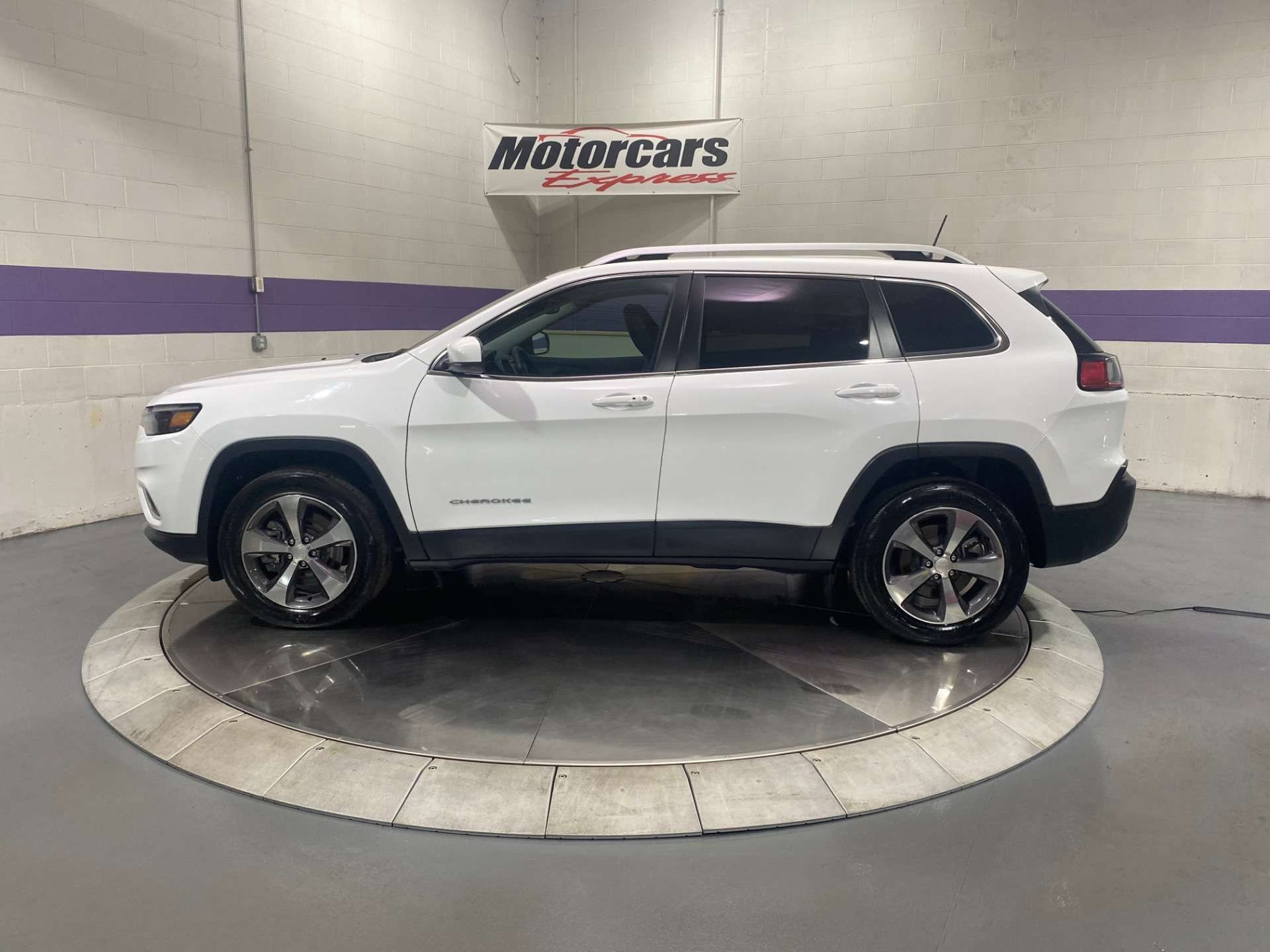 Used-2019-Jeep-Cherokee-Limited-V6-4X4
