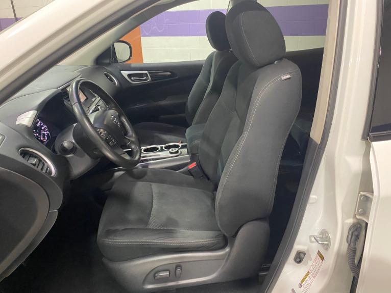 Used-2014-Nissan-Pathfinder-SV-4X4