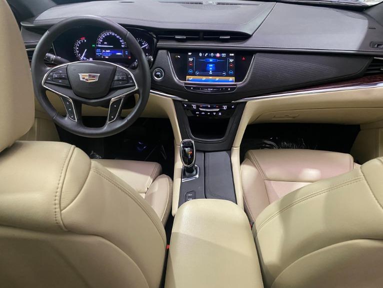 Used-2017-Cadillac-XT5-Luxury-AWD