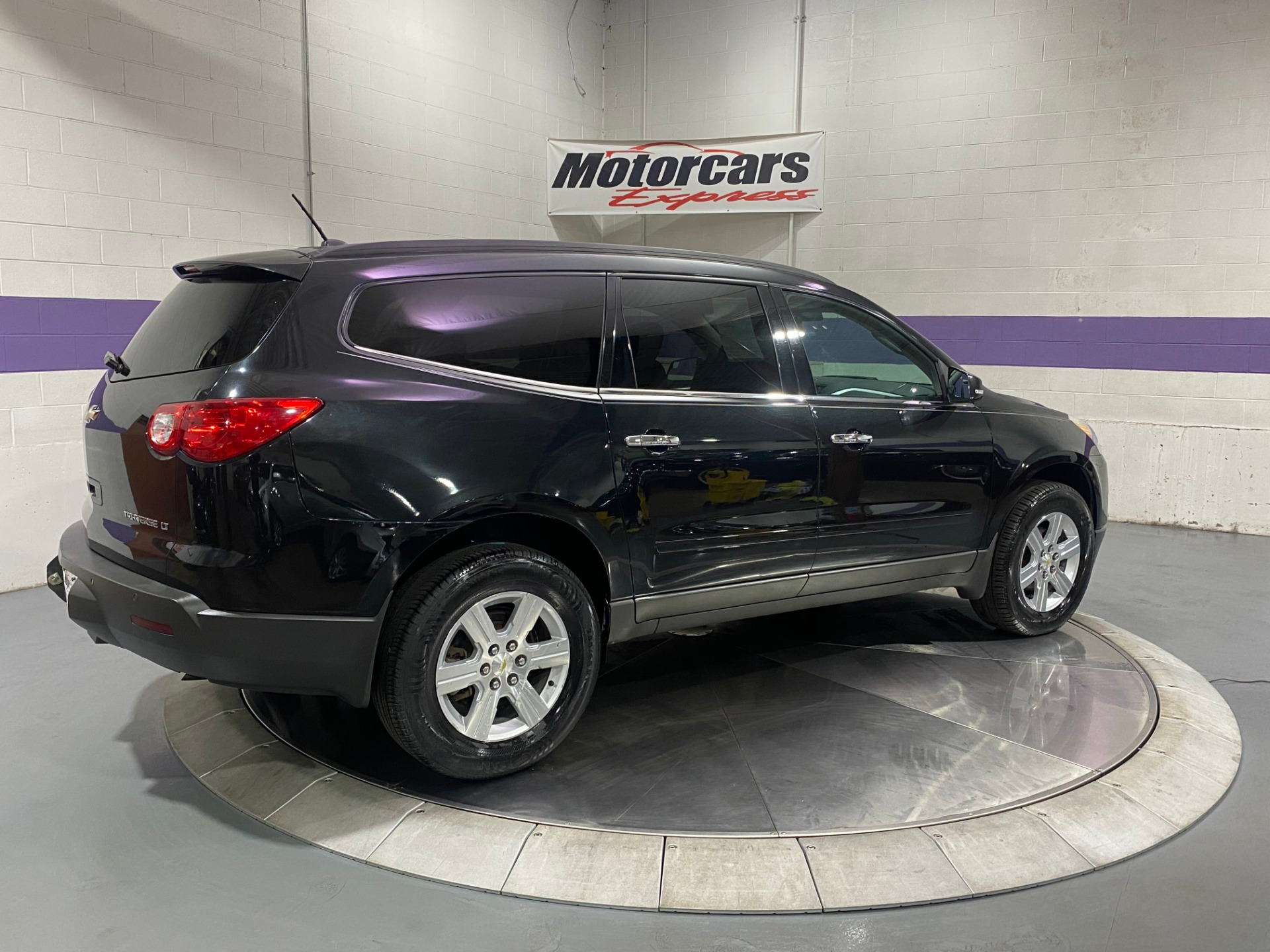 Used-2011-Chevrolet-Traverse-LT-FWD