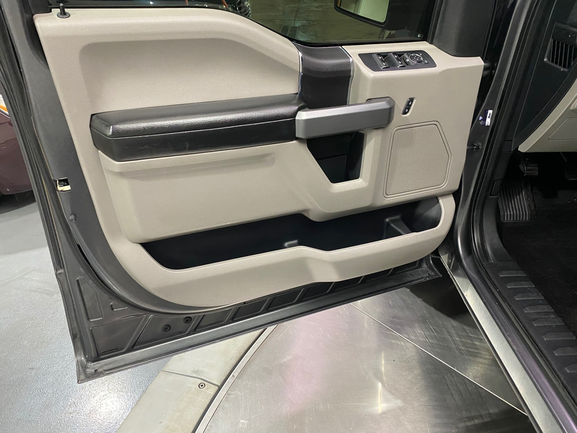 Used-2017-Ford-F-150-XLT-4X4