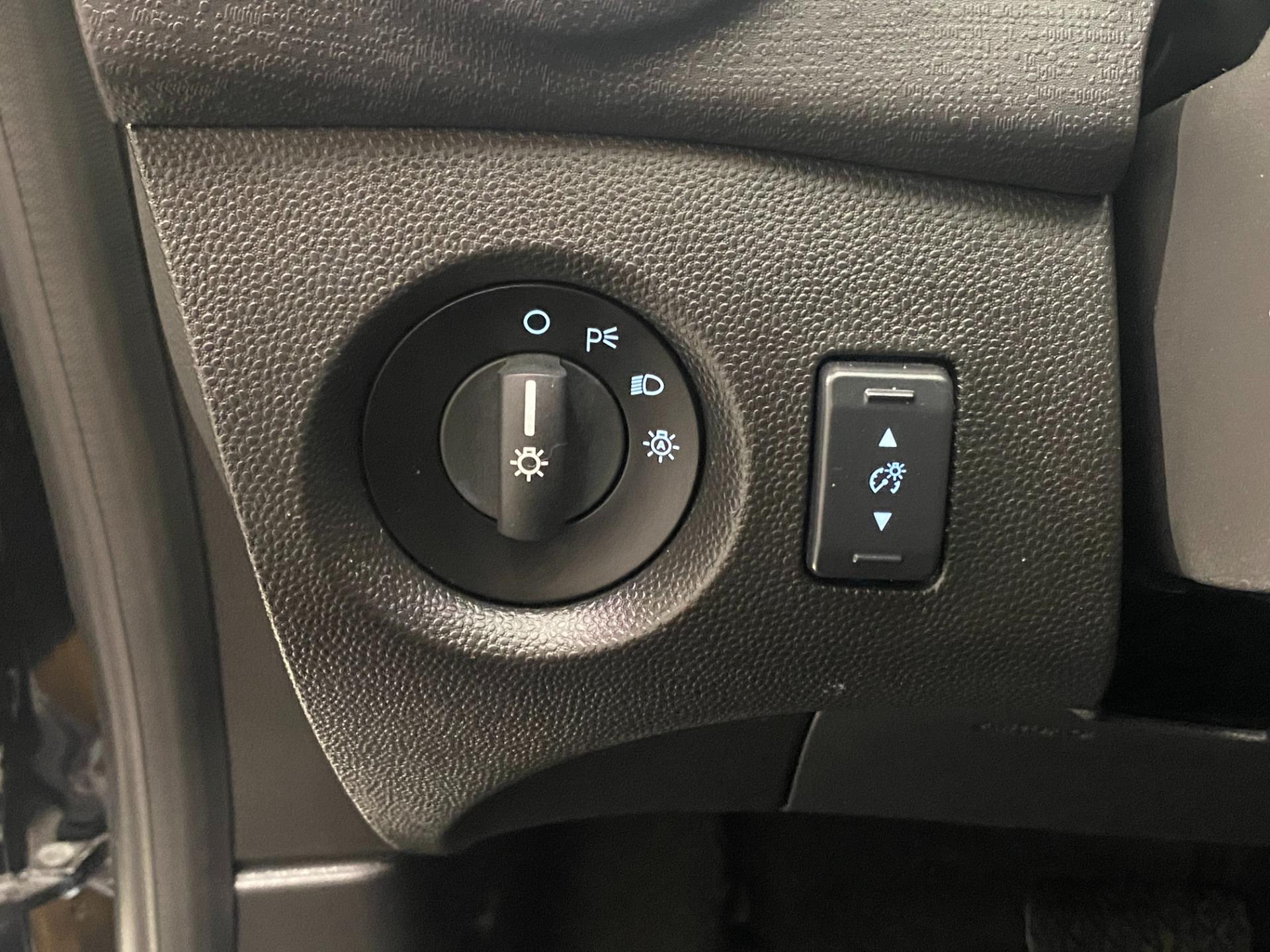 Used-2019-Ford-Fiesta-SE-Hatchback-FWD