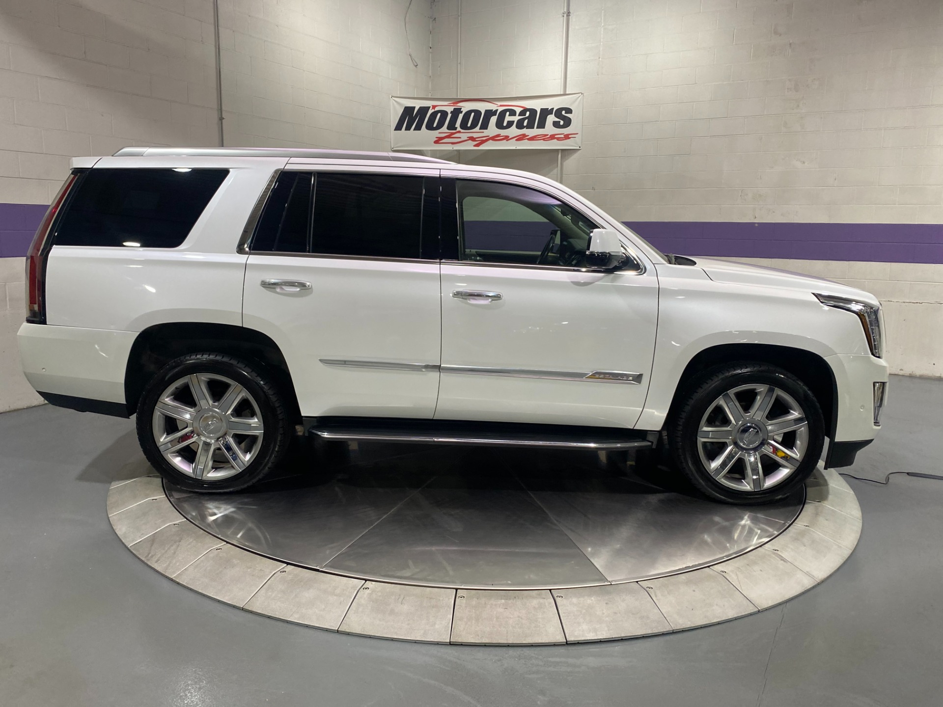 Used-2017-Cadillac-Escalade-Luxury-4x4