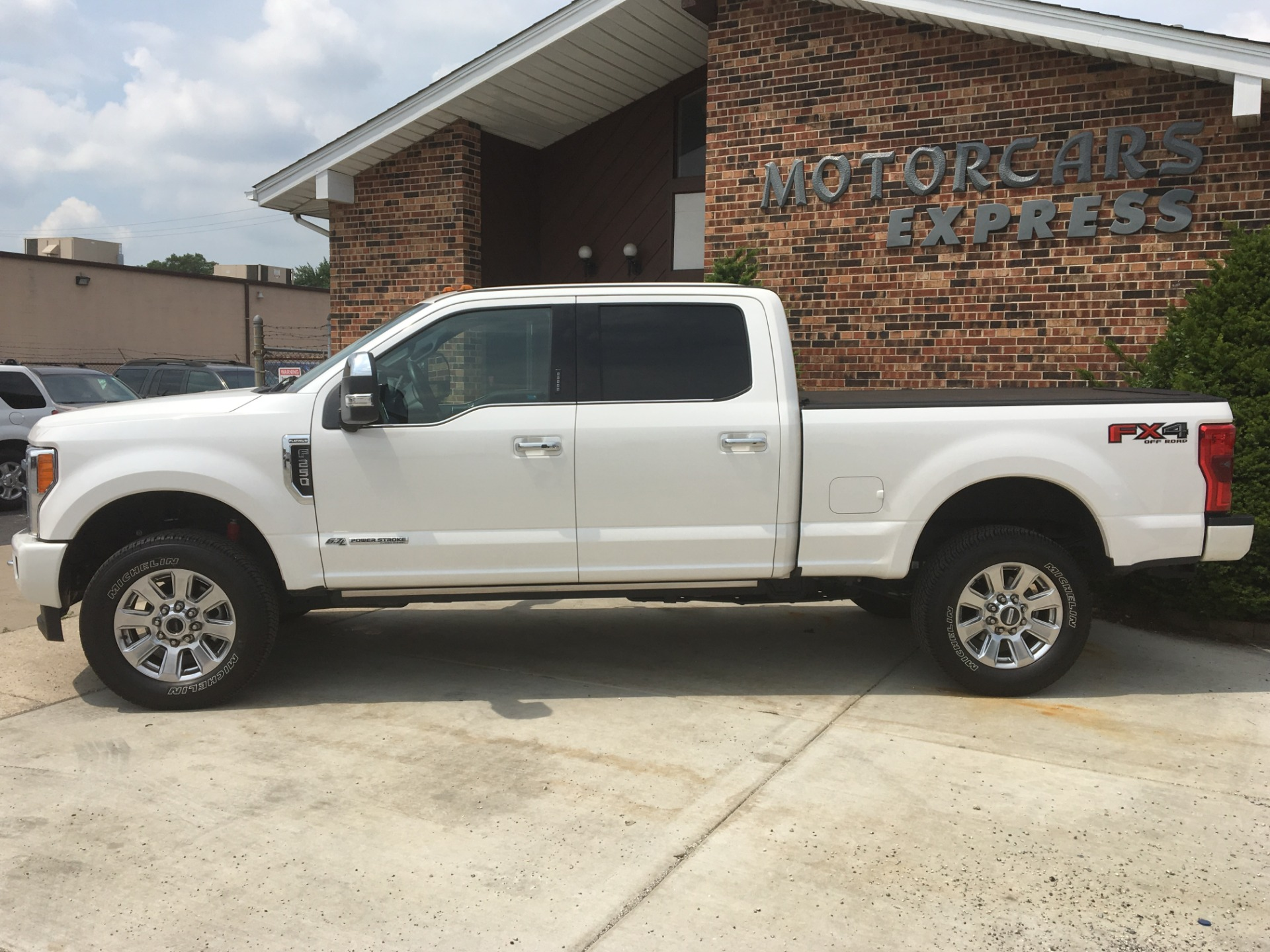 Used-2017-Ford-F-250-Super-Duty-Platinum