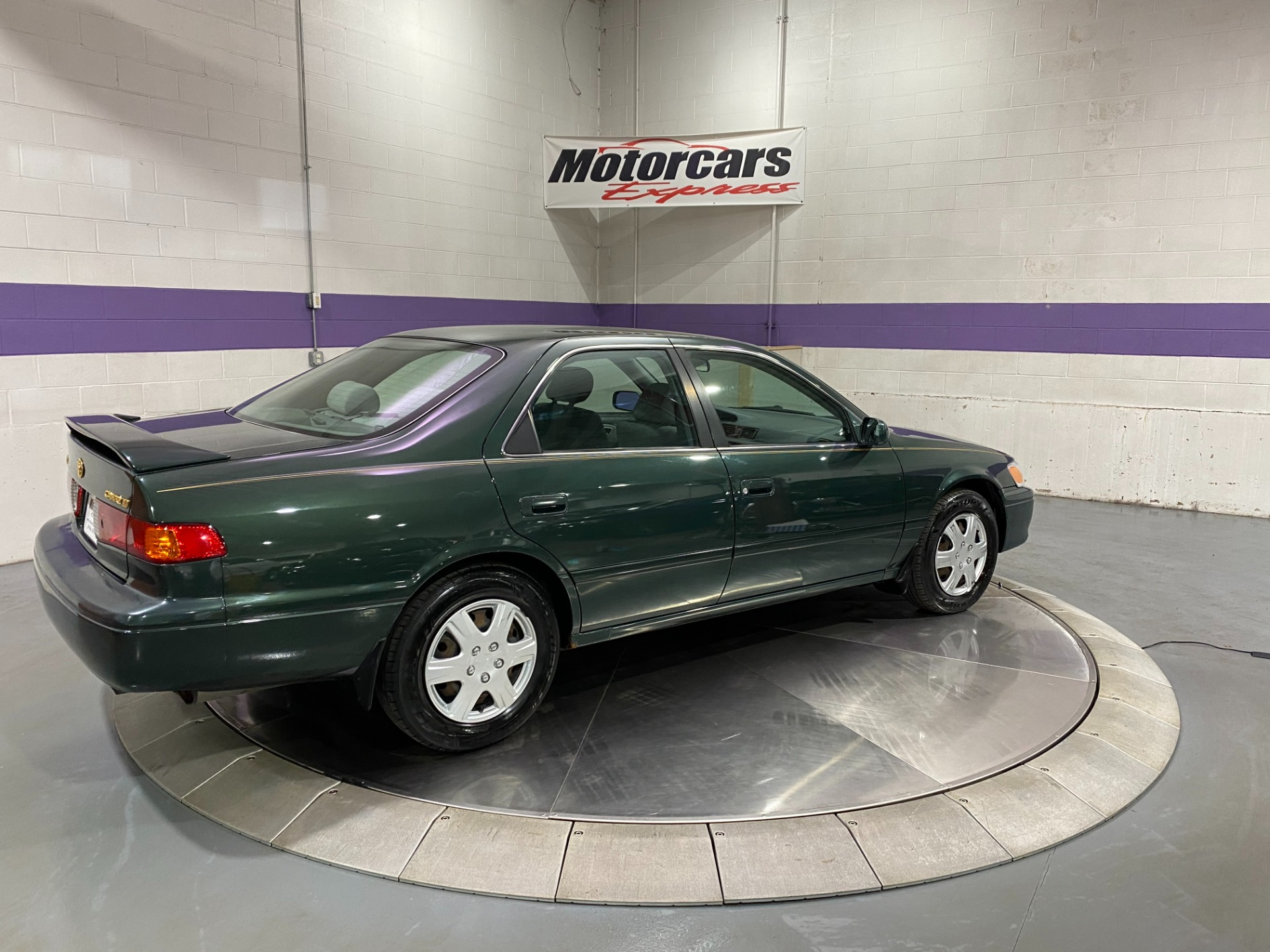Used-2000-Toyota-Camry-LE